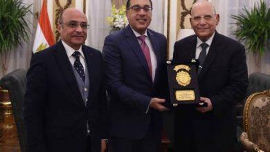 Photo of رئيس الوزراء يكرم وزير العدل السابق.. «أديتم مهمتكم»
