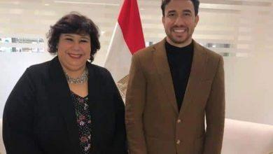"""Photo of """"تريزيجيه"""" فى معرض الكتاب و وزيرة الثقافة في استقباله"""