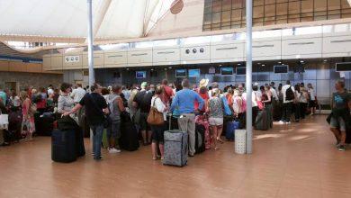 Photo of استقبال طائرة صينية بمطار القاهرة وسط إجراءات مشددة