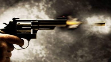 Photo of عامل يطلق النار علي زوجته من سلاح ناري  لشكه في سلوكها