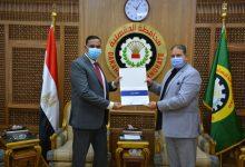 Photo of محافظ الدقهلية يتسلم شهادة تقدير من وزارة الشباب والرياضة