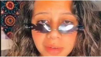 "Photo of حفيدة عادل إمام تقلده بمشهد من مسرحية ""مدرسة المشاغبين"""