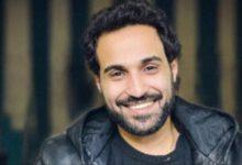 Photo of أحمد فهمي بصورة من استعدادته لأحد أعماله