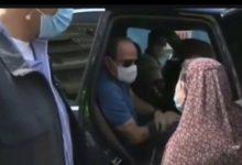 Photo of الرئيس يلتقي سيده مسنه خلال جوله تفقديه ويبلي طلبها بالعلاج